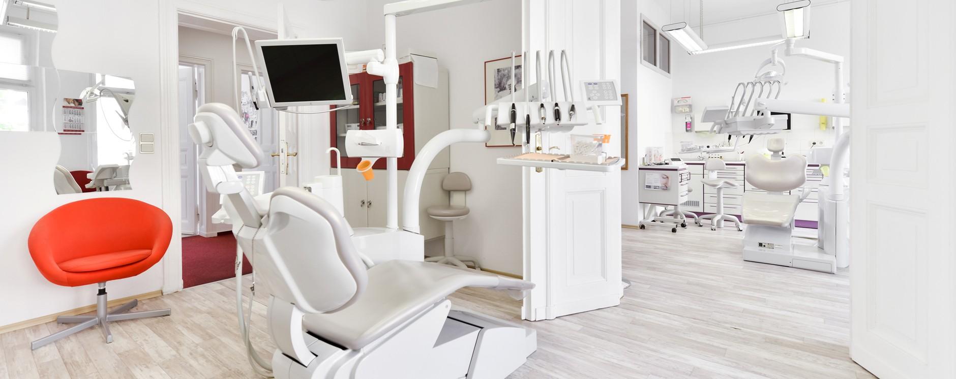 Behandlungszimmer eins Zahnarzt in Berlin Lichtenberg