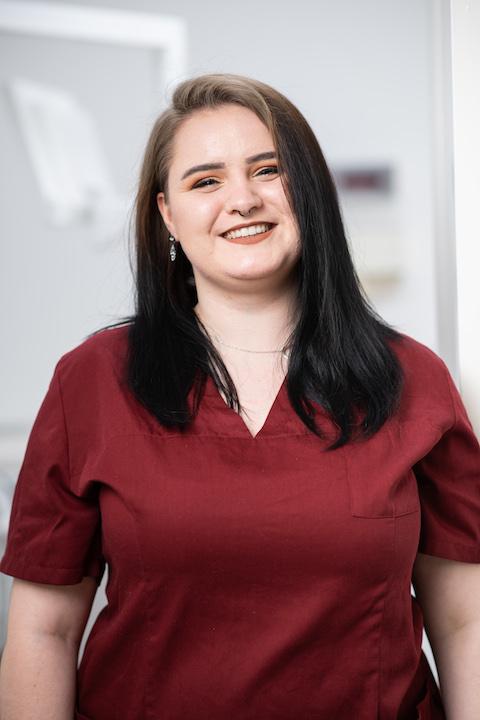 Lisa - Zahnarzthelferin